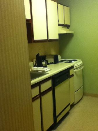 Extended Stay America - St. Louis - Earth City: The kitchenette