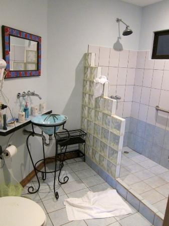 Out of Bounds Hotel: bathroom of #3