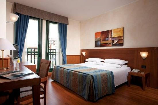 Hotel Raffaello: Double Room and Twin Room