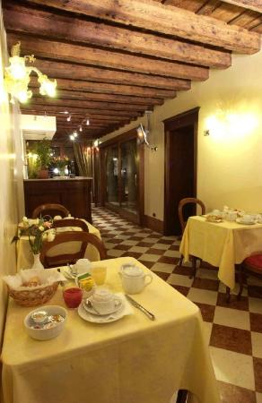 Hotel Al Ponte Mocenigo: breakfast hall