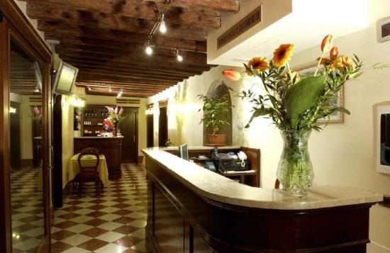 Hotel Al Ponte Mocenigo: reception
