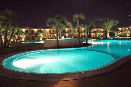 Minerva Resort Hotel: Pool View