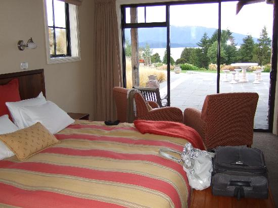 Dock Bay Lodge: Our comfortable bed