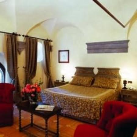 Hotel La Collegiata: Guest Room