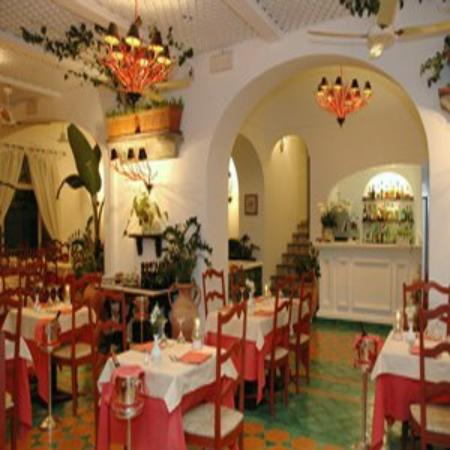 Hotel Buca di Bacco: The Restaurant At Night