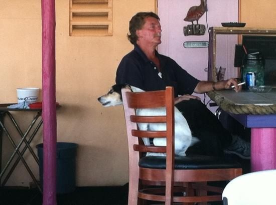 Stan's Idle Hour Restaurant: dog on bar stool watching the singer