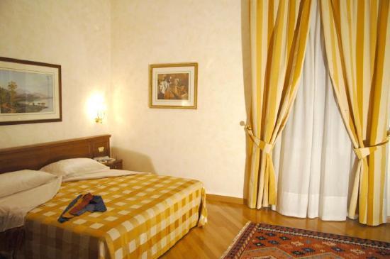 Rome Central Suites: Guest room