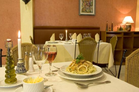 Golden Tulip Farah Safi: Restaurant