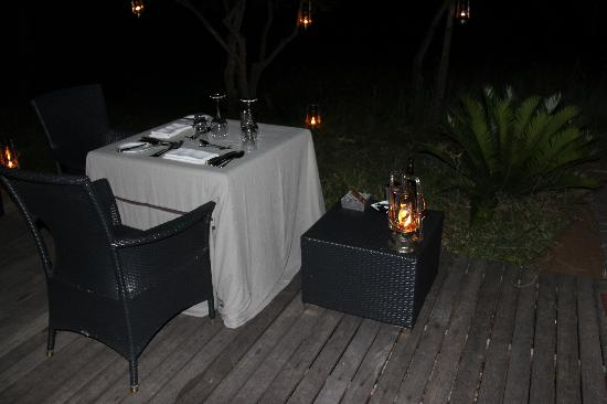 Londolozi Private Game Reserve: Candlelit dinner in our suite