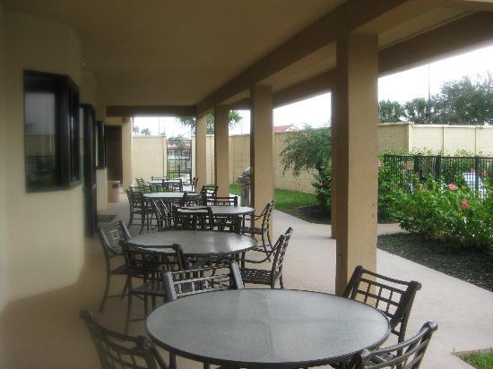 Courtyard Brownsville: Patio