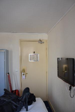 Comfort Hotel Place du Tertre: room1
