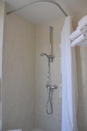 Comfort Hotel Place du Tertre: bath2