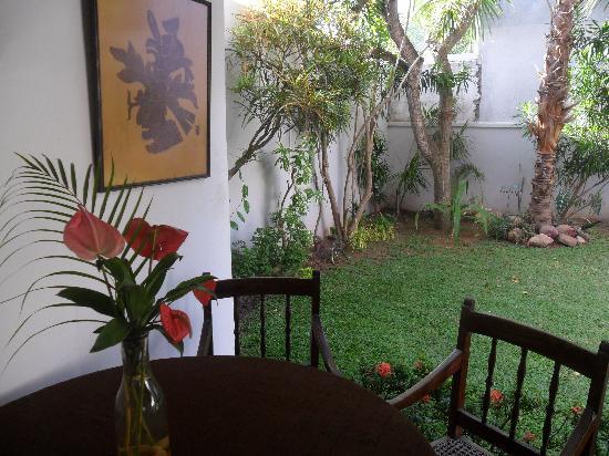 De Fonse Place: view from patio
