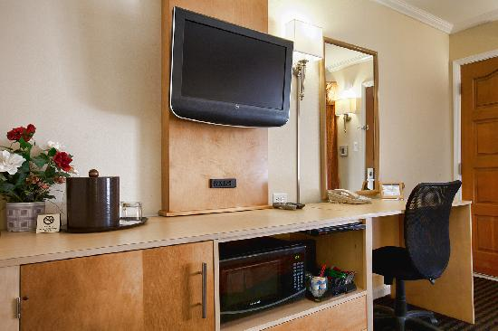 Millwood Inn & Suites: Flat Panel, microwave, refrigerator in all rooms