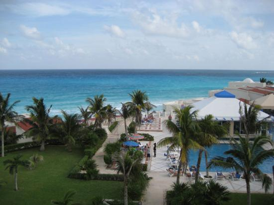 Solymar Cancun Beach Resort: breakfast on the balcony view