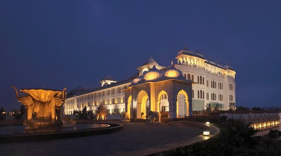 Radisson Blu Udaipur Palace Resort & Spa: The magnificent entrance to the Resort