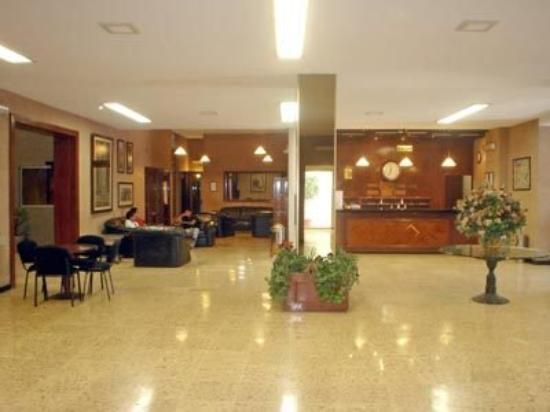 Hotel Isabel: Lobby
