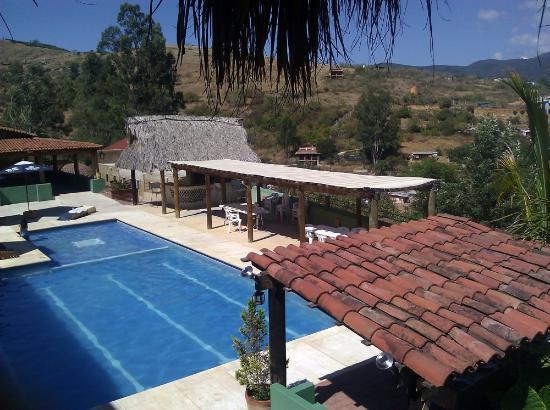 La Villada Inn: Pool from the bar