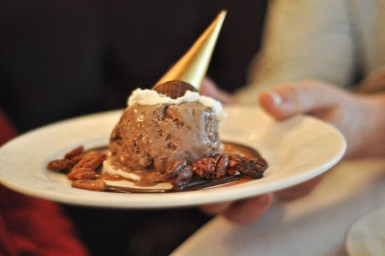 Commander's Palace : Tree's ice cream dessert