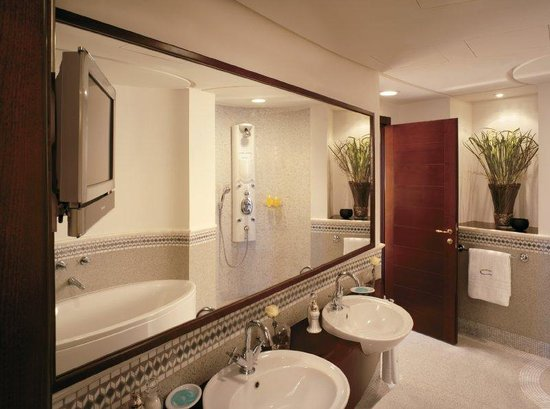 ‪روزوود جدة: Rosewood Suite Bathroom‬