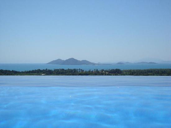 AltitudeOne40: View from infinity pool out to islands