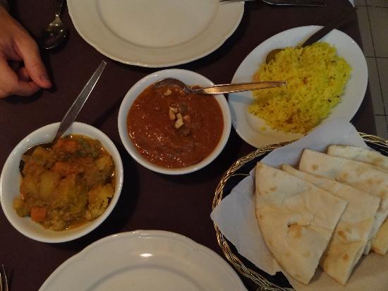 Himali Cha Cha Restaurant: Riz au safran, poulet au beurre, cari de légumes et naan