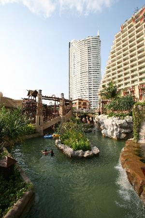 Centara Grand Mirage Beach Resort Pattaya : Lazy pool