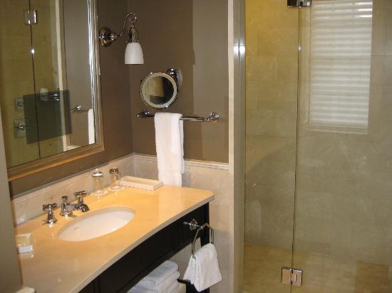 The Jefferson, Washington DC: Bathroom view