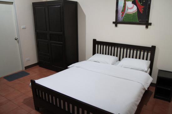 Baan Nam Sai Hotel: Bed