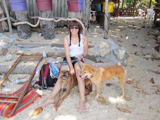 Lanta Animal Welfare: Sara and Lucy on the beach