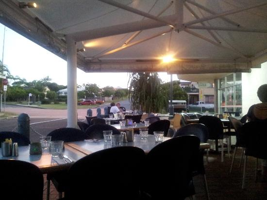 Cafe By The Beach: Dining alfresco style