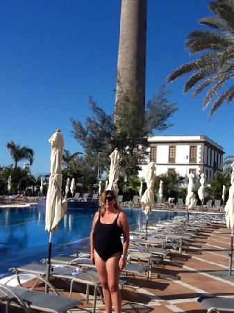 IFA Faro Hotel: en la piscina del hotel tomando el sol en Enero,en la peninsula a menos cero grados y alli entre