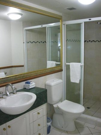Byron Central Apartments : bathroom