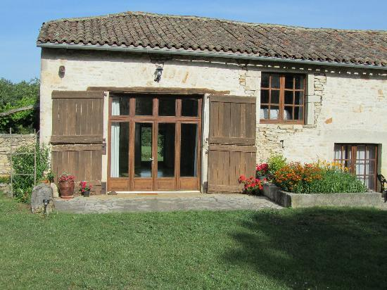 La Roane Yoga & Creativity Centre : Yoga room from the outside