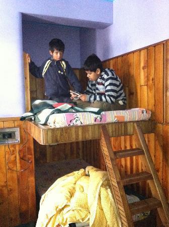 Silmog Garden: Kids enjoying on their special bed