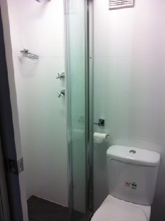 Arncliffe, Australia: teeny tiny bathroom