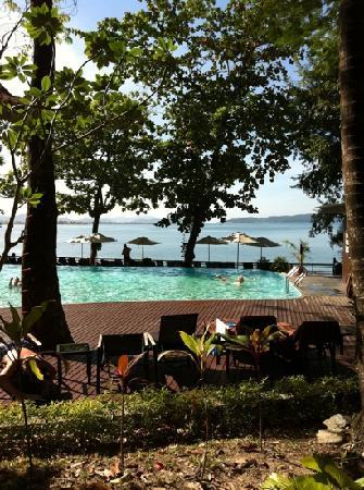 Century Langkawi Beach Resort: piscina