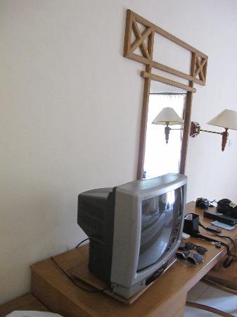 Mentari Sanur Hotel: älterer TV