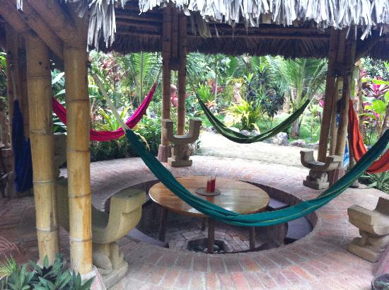 Balsa Surf Camp: More hammocks!
