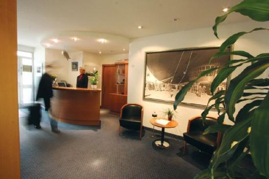 Hotel Zeppelin: Hall