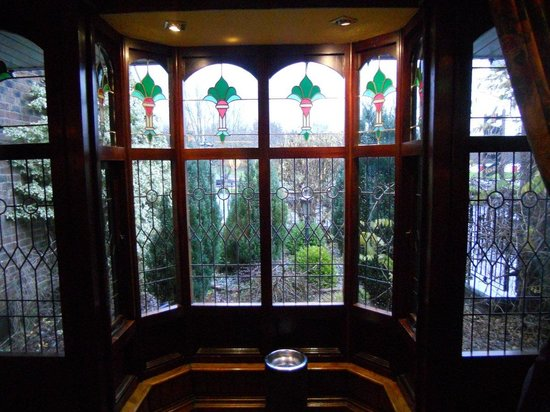 The Oakwood Hotel: Stained glass near the lobby
