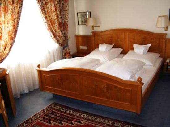 Hotel Traube: Room