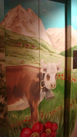 Hotel Carlina: Elevator door, so cute!