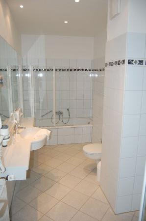 Hotel Schoenau : Bathroom example