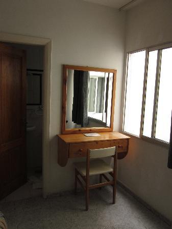 Puerto Azul Hotel: Desk by the window