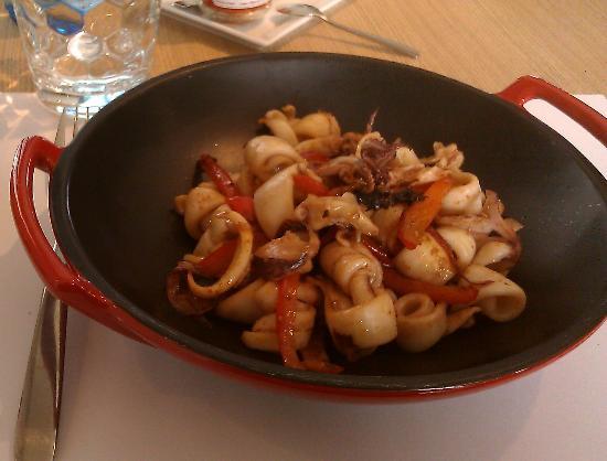 TTOTTA : Plat principal :  Chipirons au poivron et au piment d'Espelette