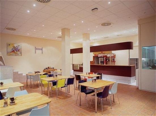 Select AAA Budget Hotel: Breakfast / Restaurant