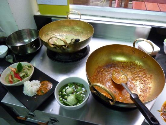Khao San Cooking School: Woks for cooking with