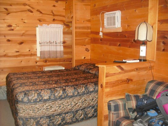 Shady Rest Motel: Inside one of the cabins