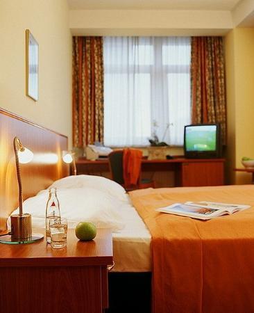 Novum Hotel Belmondo Hamburg Hauptbahnhof: Guest room